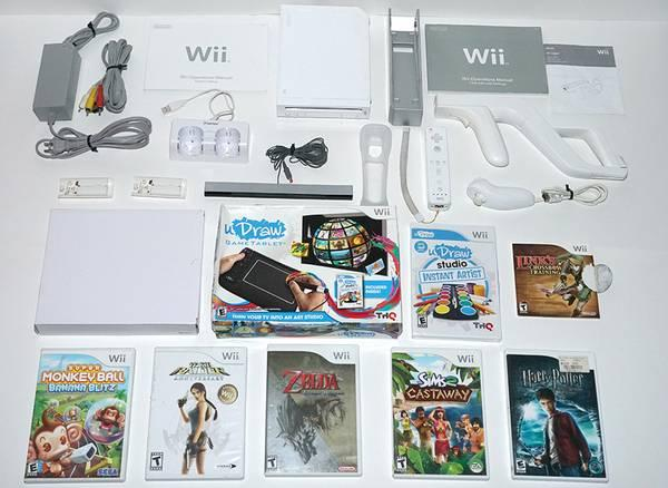 Nintendo Wii Video Game System Console w/ Extras Zelda Tablet Sims 2