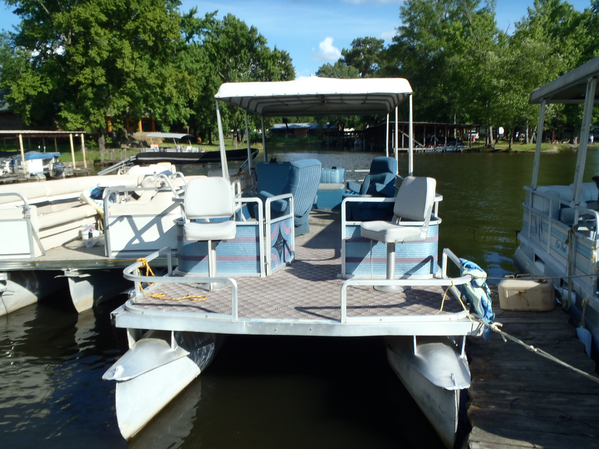 26 ft Harris Party Barge inboard