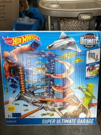 Brand NEW in BOX Hot Wheels Super Ultimate Garage