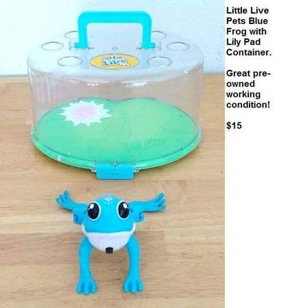LITTLE LIVE PETS BLUE FROG W/LILY PAD CONTAINER