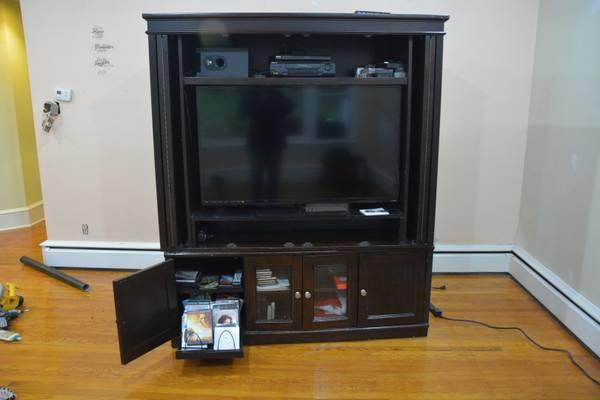 LARGE SOLID WOOD FLAT SCREEN TV ENTERTAINMENT CENTER