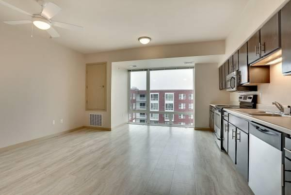 Studio with panoramic views of DT St. Paul *Available February 2018*