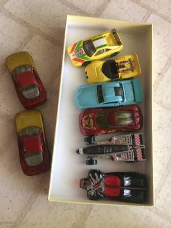 Lot of 8 hot wheels vintage toy cars