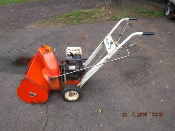 ARIENS 5 HP 22'' TWO STAGE SNOW BLOWER / REPAIR OR PARTS