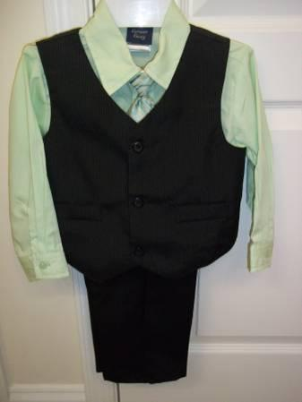 Baby / Toddler 3-Piece Suits + Tie (4T) Only Worn Once & Great Quality