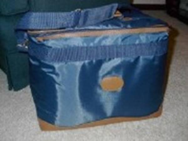 Sewing machine carrying/storage case